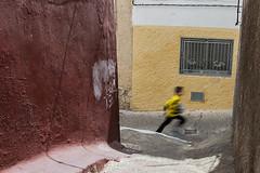 (Levan Kakabadze) Tags: run spain españa kid streetphotography calle motion