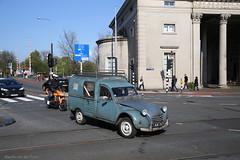 Doorleefde eend (Maurits van den Toorn) Tags: auto oldtimer besteleend eend 2cv citroën amsterdam classiccar