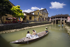 Wedding couple taking a boat tour near the Japanese Covered Bridge in Hoi An, Vietnam (Tim van Woensel) Tags: hoi an happy couple wedding boat vietnam japanese covered bridge blue sky sunny architecture old town chinese quarter chua cau unesco world heritage site quang nam province asia travel dress suit tree houses river