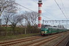 Mat'54 / Hoek van Holland (Bevadi) Tags: ns mat54 hondekop 766 museumtreinstel museummaterieel vuurtoren hoekvanholland hoekselijn elektrischtreinstel