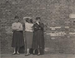 Three Women (Fremdwortlexikon) Tags: blackandwhite schwarzweis monochrome foundphoto skirt women brick clinker bakestone brickwall backstein backsteinmauer frauen