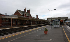 Kettering railway station.  Kettering, Northamptonshire, UK.  March 22 2017. (Dan Haneckow) Tags: 2017 kettering eastmidlandtrains depots