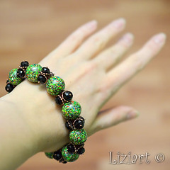 DSC_1018-17 (Liziart Alena) Tags: авторскиеукрашения натуральныекамни бусины хрусталя полимернаяглина фимо зеленый черная смородина бусы браслет комплектукрашений украшениенашею ручнаяработа green instagram jewelery fimo bracelet bijou