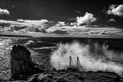 Explosion (vedebe) Tags: noiretblanc netb nb bw monochrome eau mer ocean vagues nuages bretagne