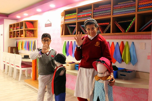 KidZania Tour for Kids with disabilities: Two senior kids of the group learn about fashion!