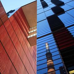 Universitat Pompeu Fabra - (upf), Barcelona (Verónica Mayer (-Urrutia)) Tags: spain barcelona bcn catalunya pompeu fabra upf universitatpompeufabra red blue building chimney kamin chimenea rojo azul architecure facade gina architects