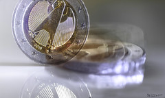 coin in motion #intentionalblur #coin #52of2017 (nicoheinrich86) Tags: 52of2017 23 macro macromondays intentionalblur hmm nikond5300 motion blur coin münze euro germany 2017