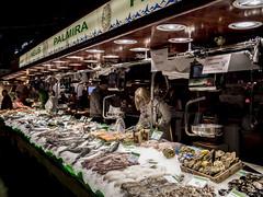 Barcelona 2017: Palmira (mdiepraam) Tags: barcelona 2017 laboqueria foodmarket fish woman