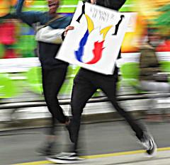 pissons sur le front national :p (Doubichlou14) Tags: manifestation rassemblement contre anti fn macron ni le pen boycott elections presidentielles anticapitalisme antifascisme 27 04 2017 paris france ingouvernables pisser sur demo demonstration protest antifa internazionale