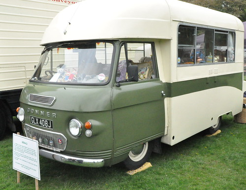 "1970 Rootes Commer Bluebird ""Gerald"" GLX 408J - Fawley Steam & Vintage Day 18 May 2013"