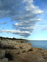 Kamenjak. Nubes (raquelpastor) Tags: sea water mar agua croatia playa croacia voda istria morje kamenjak