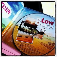 แผ่นโปรด (เฉพาะตอนขับรถกลับบ้าน...) แต่กระนั้นเถอะ !! ฟังตอนนี้แทบหลับ... #raining #lovebeach