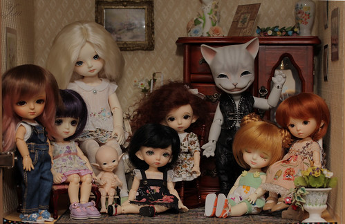 """my doll family • <a style=""""font-size:0.8em;"""" href=""""http://www.flickr.com/photos/48067065@N08/9565120332/"""" target=""""_blank"""">View on Flickr</a>"""