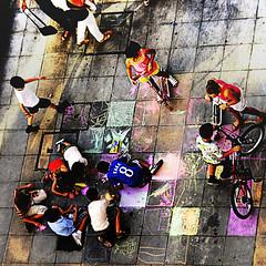graffitis de tiza (Explore 2013-09-25) (ines valor) Tags: streetart ventana graffiti calle juegos dibujo tiza