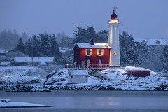 Snowy Lighthouse.....Check! (Paul Rioux) Tags: britishcolumbia bc vancouverisland victoria colwood westshore westcoast fisgard lighthouse nationalhistoricpark fortroddhill waterfront seascape seashore sea ocean winter weather snow ice cold lights rocks old building architecture prioux
