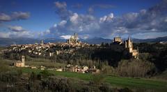 Segovia - Castilla-León - España (Garciamartín) Tags: paisaje panorámica castillo catedral iglesias nubes naturaleza segovia castillaleón españa medieval monumento nino garciamartín