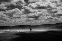 beach walk II (moltofredo) Tags: bw black white sw schwarz weiss noiretblanc monochrome street silhouette human urban perspektive perspective strand wolken beach clouds
