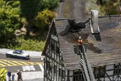 Incêndio - Mini Mundo- Gramado-RS (Enilton Kirchhof) Tags: ferias201617 fotoeniltonkirchhof gramadors minimundo riograndedosul maquete miniatura turismo gramado brazil br incendio bombeiro telhado