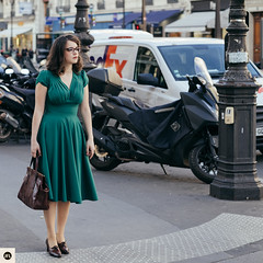 01JHF (photo & life) Tags: paris france ville city europe jfl jeanne modèle model colors women girl lady photography photolife™ street streetphotography humanistphotography portrait squareformat squarephotography fujifilm fujinon fujifilmxpro2 56mm fujinonxf56mmf12rapd xpro2