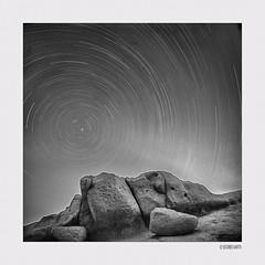 Το βλέμμα του Οδυσσέα003 (siggi.martin) Tags: europa europe griechenland greece matala himmel sky stern star sterne stars sternenhimmel starrysky erddrehung geostrophicforce fels rock boulder