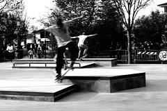 Stessa specie. (Ciampy) Tags: skate park movement panning street people action white black bnw blackandwhite nikon suzzara