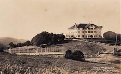 HOTEL RANELAGH, ROBERTSON, N.S.W. - 1927 (Aussie~mobs) Tags: hotelrobertson hotelranelagh robertson vintage newsouthwales australia 1927 accommodation ranelaghhouse tenniscourt