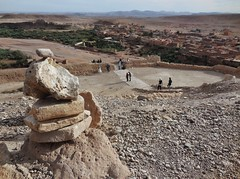 the view from the top (SM Tham) Tags: africa morocco aitbenhaddou unescoworldheritagesite peak summit view town settlement buildings trees river atlasmountains stones outdoors