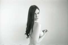 Sophie_135_102 (peter christopher photography) Tags: portrait seminude shoulderportrait film analogue blackandwhite kodak tmy400 leica m3 summarit