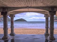 DOBLE ARCO - DONOSTIA (MONTXO-DONOSTIA) Tags: donostia playa ondartza beach euskalherria basquecountry paisaje landascape cielo sea mar cantabrico