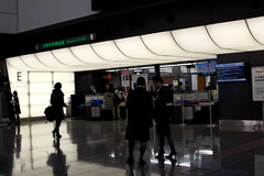 At Haneda Airport(羽田空港にて) (daigo harada(原田 大吾)) Tags: 羽田空港 haneda airport people silhouette シルエット