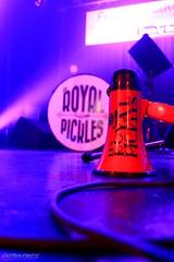 Le vocal et la caisse (Maxime Poulin) Tags: indoor music musicinstrument bassdrum scene voiceover blue red