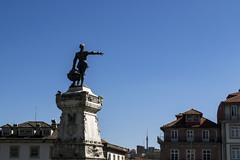 Pointing (NoahHQ) Tags: porto portugal iberia april 2017 statue monument square plinth blue globe