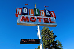 Holiday Motel, Bend, OR (Robby Virus) Tags: bend oregon or holiday motel neon sign signage