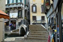 Venezia, il Ponte del Megio da Calle dello Spezier (Sestiere di Santa Croce) (Valerio_D) Tags: venezia veneto italia italy 2017primavera 1001nights