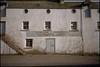 1996-06-09-0005.jpg (Fotorob) Tags: pakhuis opslag analoog lichtschaduw schotland scotland stornoway isleoflewis