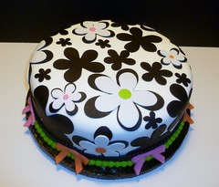 Black and White Flower Cake by Yvonne C., Twin Cities, MN www.birthdaycakes4free.com