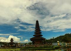 Pura Ulun Danu Beratan (z_andana) Tags: bali lake landscape temple beratan ulundanu