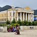 Il teatro che si affaccia sulla piazza principale di Totonicapan