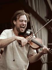 Versengold 04 (images_am) Tags: music man dresden folk mann musik mediaeval phantasie mps violine geige mittelalter spectaculum mittelalterliches mittelalterlichesphantasiespectaculum versengold mpsfestival