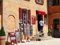 J'ai encore oubli d'acheter une carte postale ! ~ Once more, I forgot to buy a postcard ! (Michele*mp) Tags: france shop geotagged europe village facades boutique postcards provence luberon roussillon faade vaucluse ochres ocres cartespostales lesplusbeauxvillagesdefrance michelemp weekendmaisonscolombages geo:lat=43902293 geo:lon=5292936000000054
