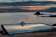Dive into the clouds! (Michel Couprie) Tags: sunset sea mer france reflection beach night clouds canon eos coast brittany cloudy bretagne diving cte swimmingpool reflet 7d michel nuages plage saintmalo coucherdesoleil piscine plongeoir couprie petitb ef35f14l