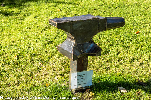 Anvil Form By Brian Byrne - Sculpture In Context 2013 In The Botanic Gardens