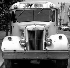 Haight Ashbury, San Francisco 1978 (Dave Glass . foto) Tags: sanfrancisco haightashbury hippie colestreet schoolbus rolleicord hippiebus whitebus joybus