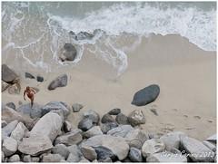 Tropea - Bye bye mare (farsergio) Tags: travel people italy woman beach donna europa europe italia raw mare gente viaggio calabria spiaggia vacanza massi tropea sabbia farsergio vibovalenzia canong15