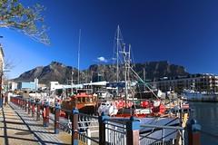 Colors of Cape Town (José Rambaud) Tags: africa blue sea sky color azul skyscape southafrica puerto day ship harbour capetown clear cielo afrika tablemountain seaport ciudaddelcabo suidafrika sudáfrica montañadelamesa