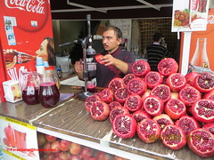 Nar suyu seller - stanbul (feras2188) Tags: love turkey juice pomegranate istanbul we seller nar     suyu