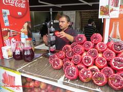 Nar suyu seller - İstanbul (feras2188) Tags: love turkey juice pomegranate istanbul we seller nar بائع عصير اسطنبول تركيا suyu الرمان