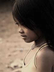 A CAPO / NEW PARAGRAPH (Claudia Ioan) Tags: portrait nikon asia cambodia child ritratto bambina cambogia siemreapprovince tonlsap aldonove claudiaioan vision:sky=0529 vision:outdoor=0828 provinciadisiemreap andandoacapodelcuoreperricominciare ilfuoconelcuoredelvuoto