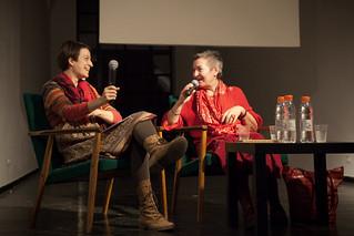 Pogovor z Majdo Kne (desno) vodi Kristina Hočevar (levo)