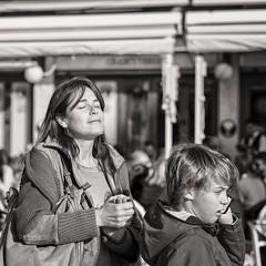 enjoying the sun (Gerard Koopen) Tags: spanje spain malaga bw blackandwhite straatfotografie streetphotography straat street candid people woman boy calling enjoying sun fujifilm fuji xpro2 56mm 2017 gerardkoopen